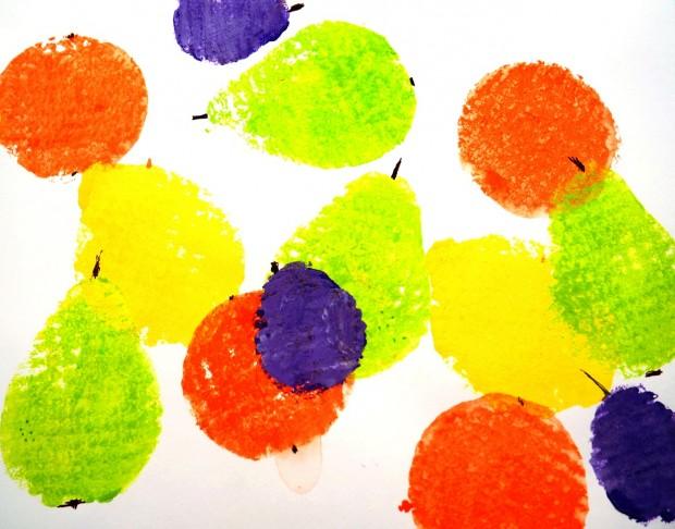 Valmis maalaus viimeistellään tussilla ja värikynillä.